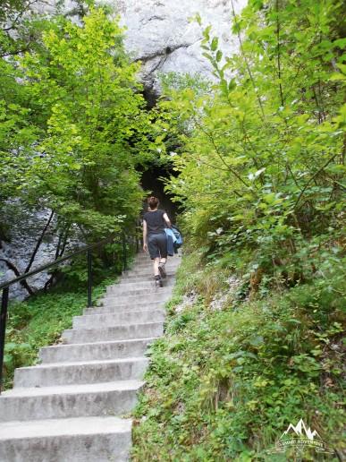 urcarea spre pestera