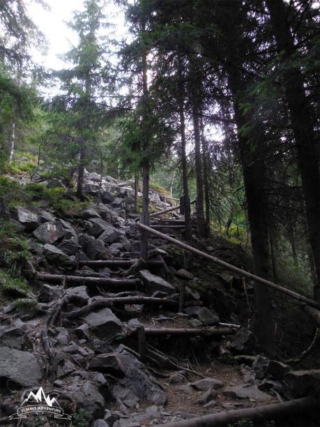 urcarea spre Groapa Ruginoasa