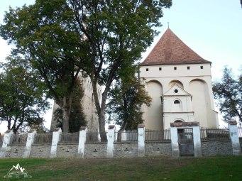 curtea bisericii