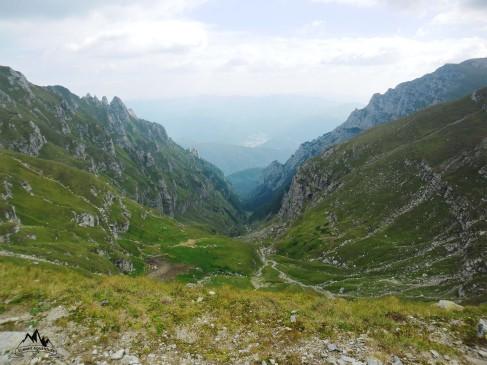 vedere spre Moraru si Valea Cerbului