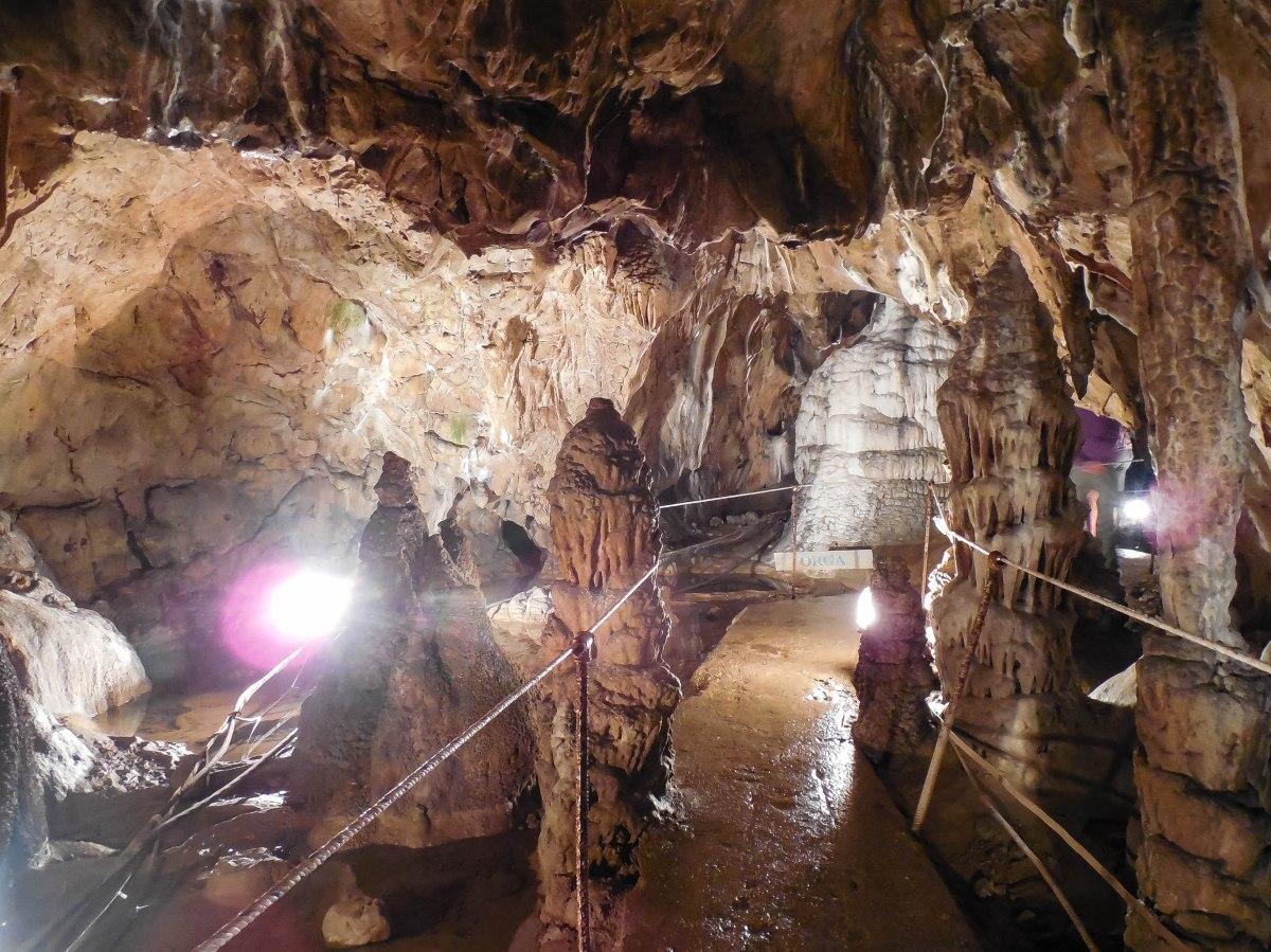 Peștera Muierilor