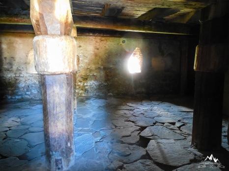 structura de lemn din pivnita